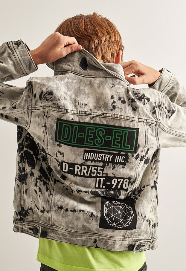 https://uk.diesel.com/dw/image/v2/BBLG_PRD/on/demandware.static/-/Library-Sites-DieselMFSharedLibrary/default/dw9fd09078/CATEGORYOV/2x2_90.jpg?sw=622&sh=907