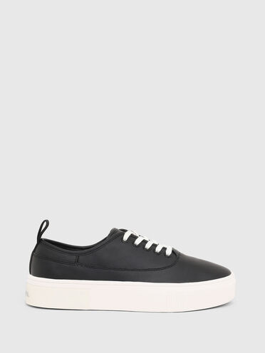 Sneakers in leather with inner logo