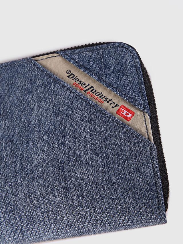 24 ZIP, Blue jeans
