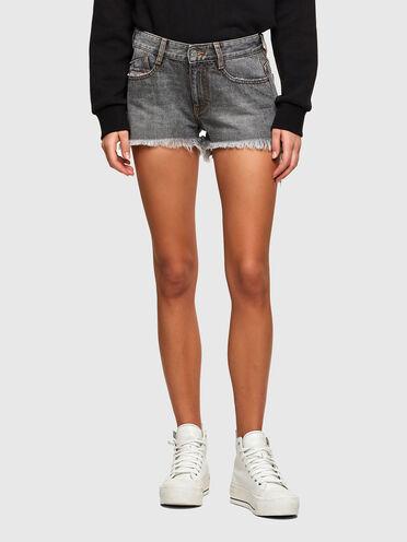 Cut-off shorts in marbled-effect denim