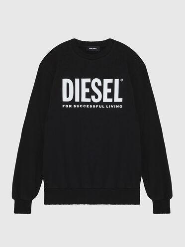Sweatshirt with upfreshing treatment