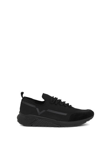 Monochrome sneakers contrasting detail