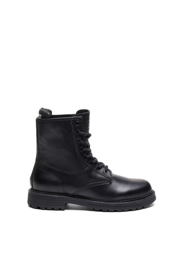 Combat boots in semi-matte leather
