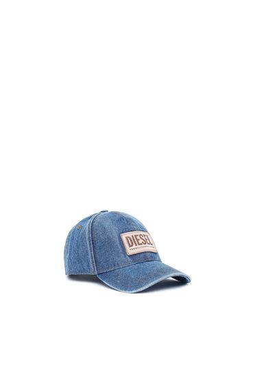 Denim cap with leather label