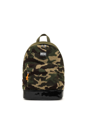 Backpack in camouflage faux shearling