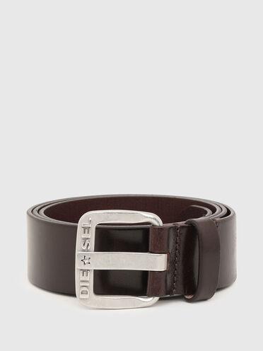 Supple leather belt with shiny finish
