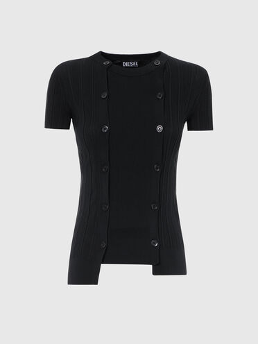 Ribbed top with buttoned panels
