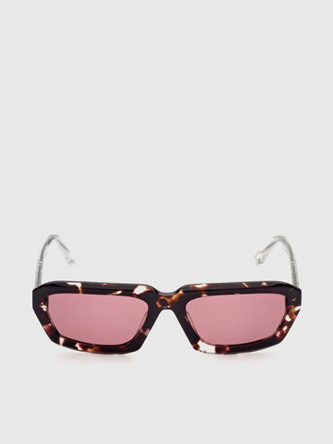 Bold volumes and clean-cut sunglasses