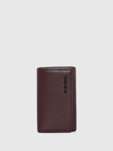 Key case in grained leather