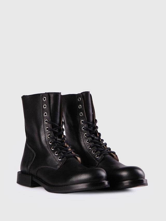 D-KOMB BOOT CB, Black Leather