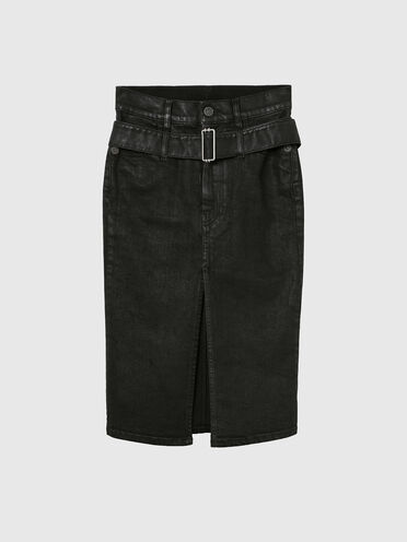 Rinse-wash denim skirt with maxi plaque
