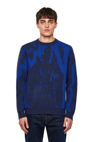 Pullover with abstract motif