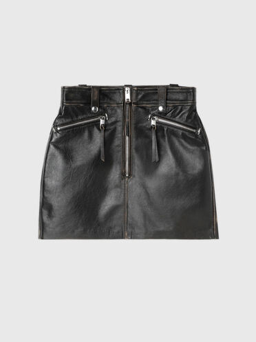 Skirt in treated leather