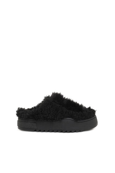 Mules in faux fur and faux shearling