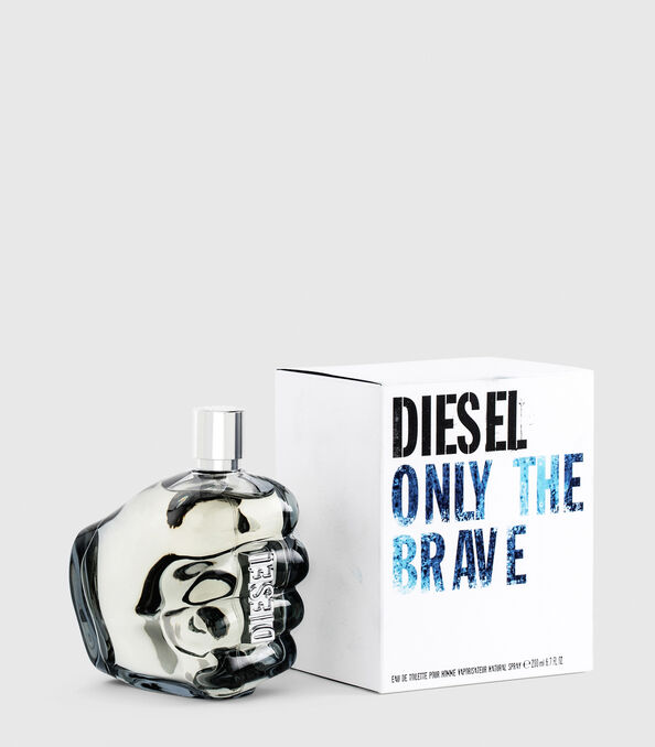 https://uk.diesel.com/dw/image/v2/BBLG_PRD/on/demandware.static/-/Sites-diesel-master-catalog/default/dwa36491ac/images/large/PL0305_00PRO_01_O.jpg?sw=594&sh=678