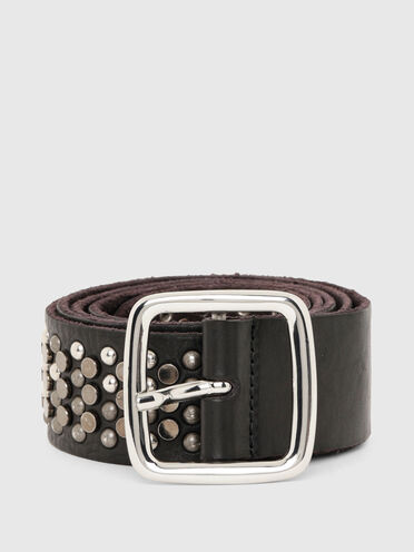 Leather belt with shiny and matte rivets