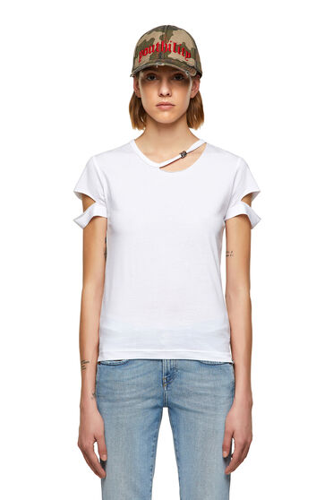 Cut-out top with hardware detail