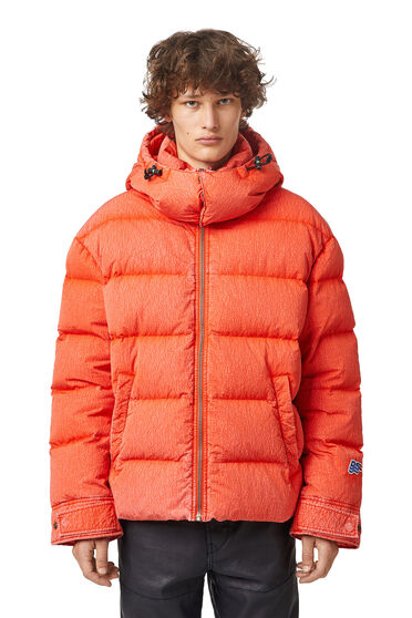 Down jacket in treated wrinkled nylon