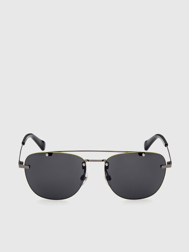 Lightweight squared metal sunglasses with a double bridge
