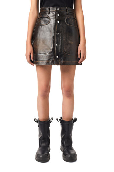 Skirt in crinkled leather