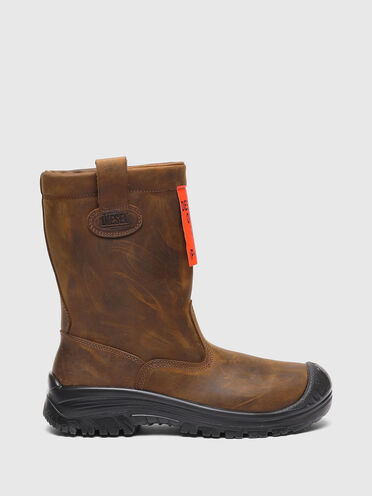 Chelsea boots in distressed leather