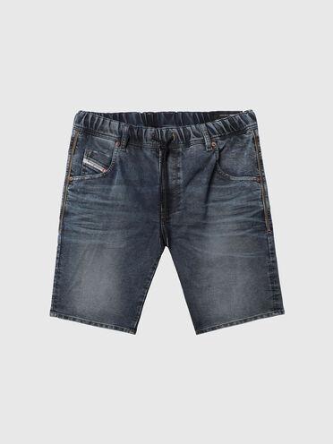 Slim shorts in treated JoggJeans®