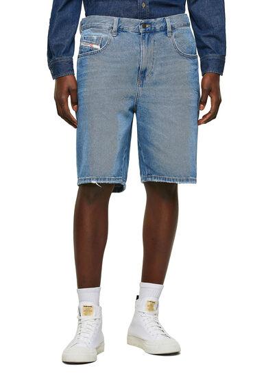 Slim shorts in denim with abrasion
