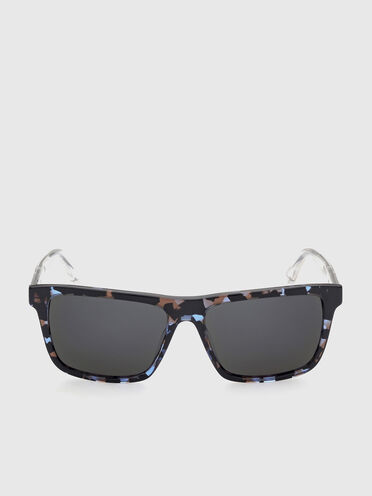 Easy to wear sunglasses with crystal injected temples